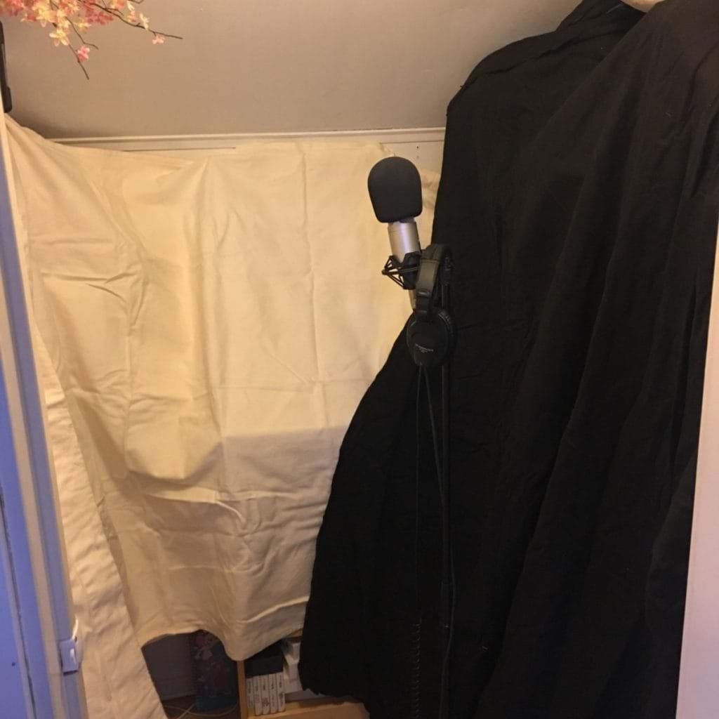 Inspelningsbås i garderoben - Tomas Heed