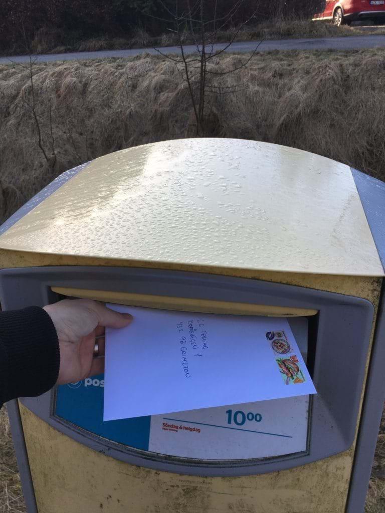 Bokkontraktet signerat och lagt på lådan